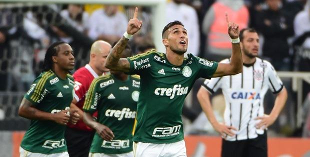 t_152935_atacante-rafael-marques-marcou-o-primeiro-gol-do-classico-em-itaquera